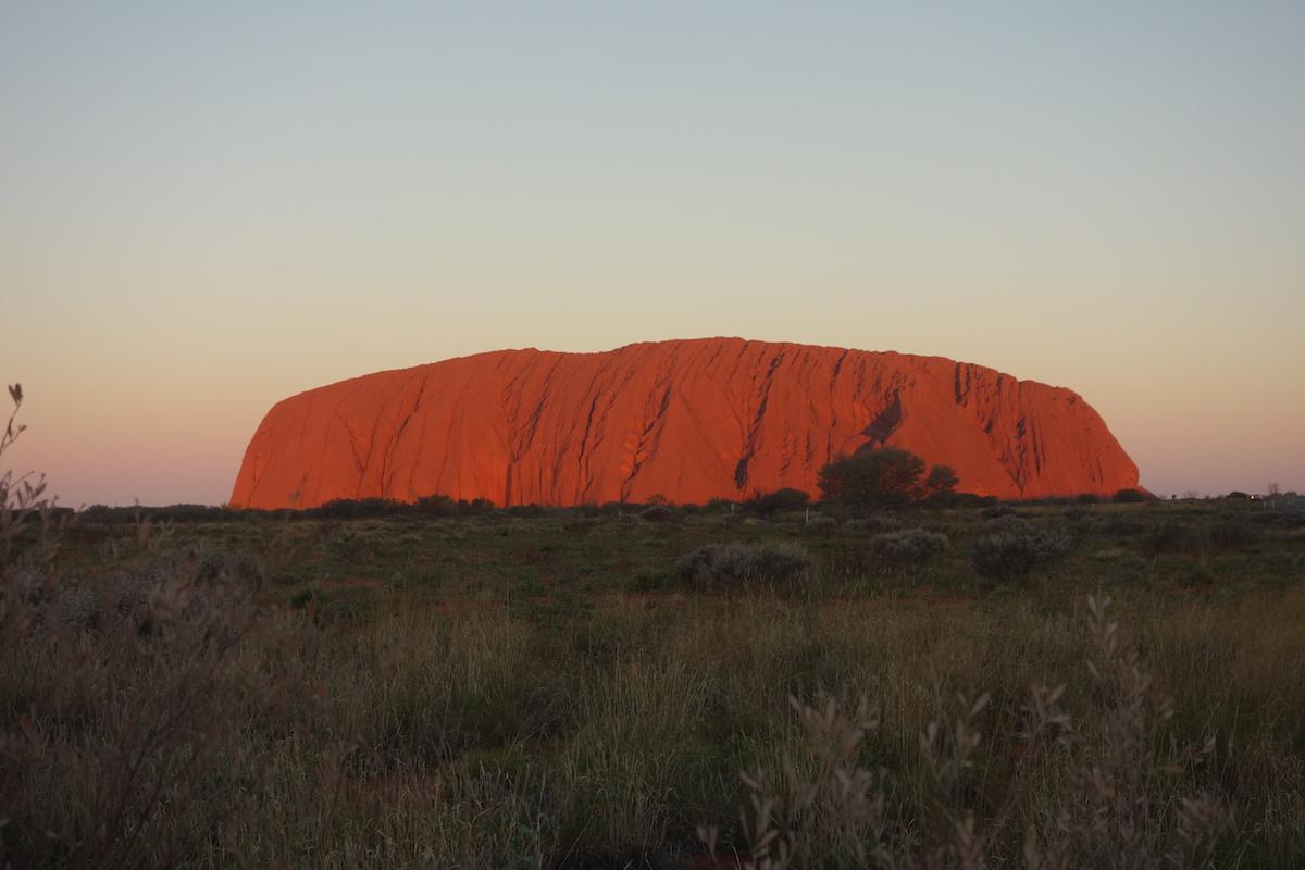 australien-uluru-nacht